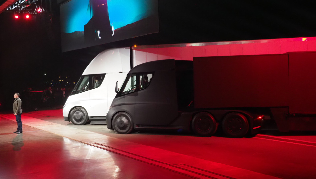 Tesla unveils new line of electric tractor-trailers
